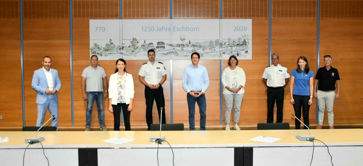 Gruppenfoto mit Neulingen: Der Präventionsrat Eschborn.