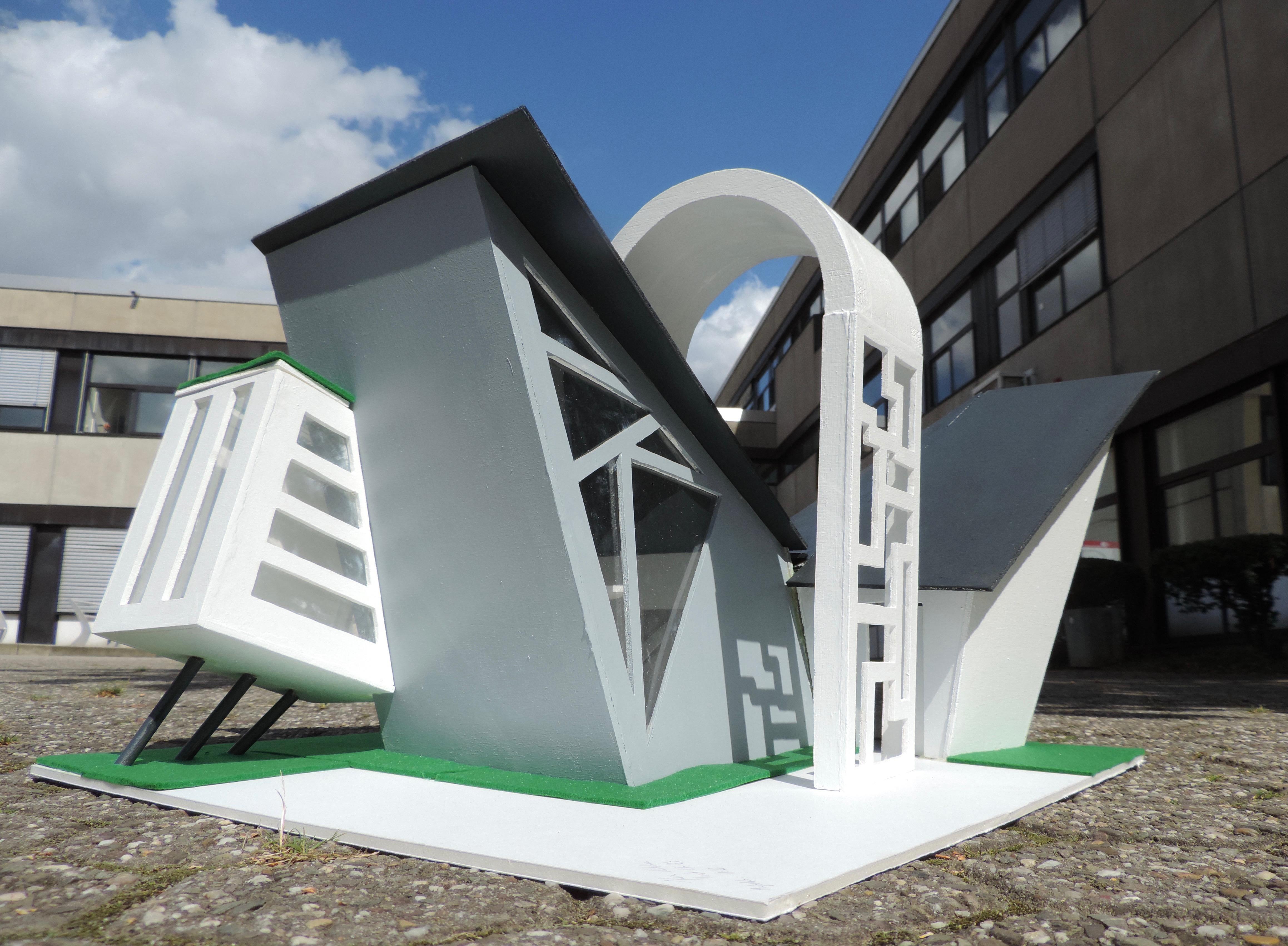 """In der Galerie am Rathaus ist die Ausstellung """"Modelle zu Tiny Houses - Wie wollen wir in Zukunft leben?"""" zu sehen."""