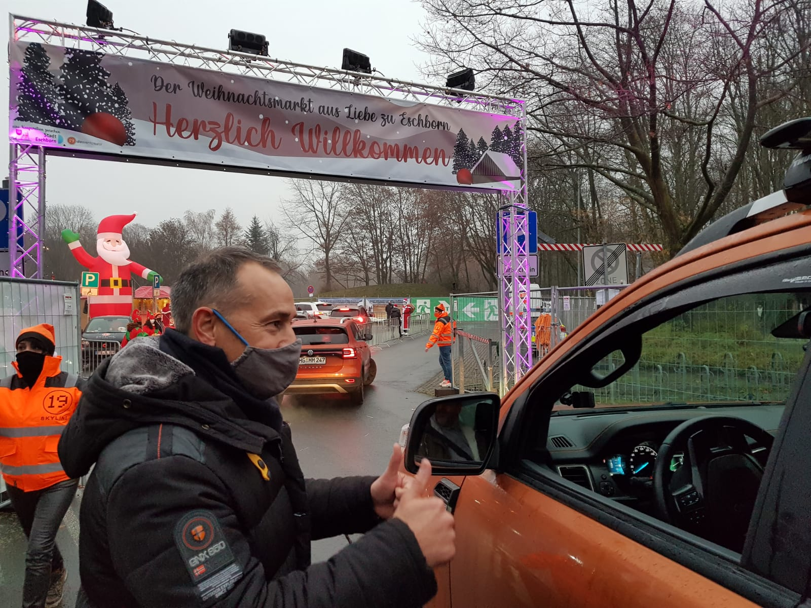 Der 1. Eschborner Drive-in Weihnachtsmarkt war sehr gut besucht.